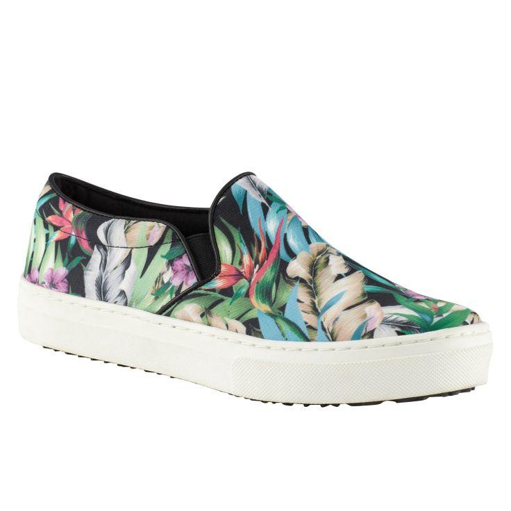 自从celine的蛇皮袋滑板鞋占据了时装周街拍大量版面之后,滑板鞋一跃